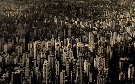 Vista aérea da cidade durante o fenômeno.